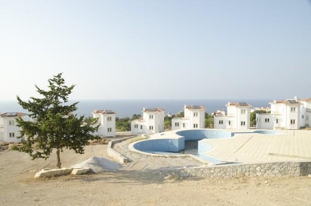 Real estate, Un impressionante numero di immobili rimane invenduto nella zona nord di Cipro. Molte proprietà sono state costruite in malo modo, come case vacanza e non trovano acquirenti. Ora che il