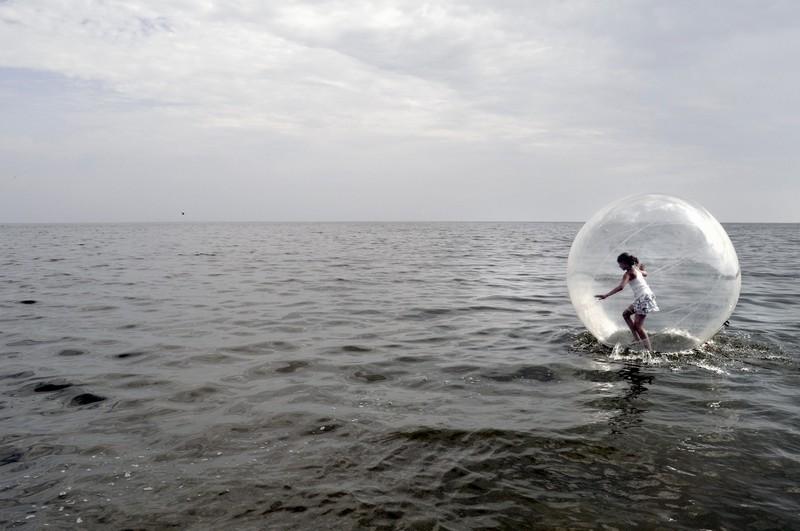 Nurgas Meri, il mare nell'angolo., Fotografare i paesi baltici, luogo dove ho seguito il mio progetto fotografico, rivela spazi ambigui, anche dove ci si aspetta che gli abitantii possano rilassarsi e trovare ambienti confortevoli, ci